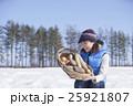越冬野菜 女性 収穫の写真 25921807