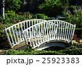 木造の白い小さな橋 25923383