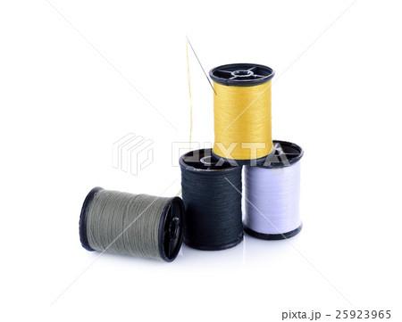 spool of thread and needle on white backgroundの写真素材 [25923965] - PIXTA