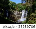 アシリベツの滝に掛かる虹② 25939786