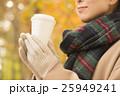 ホットコーヒーを持つ女性 25949241