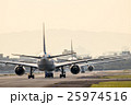 早朝の伊丹空港 25974516