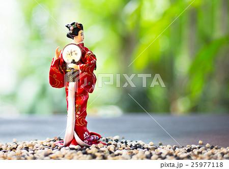 Japanese women in a kimono bright red の写真素材 [25977118] - PIXTA