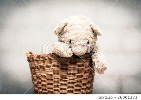 Teddy bear in basket,vintage toneの写真素材 [26001373] - PIXTA