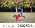 公園で遊ぶ女の子 26025341