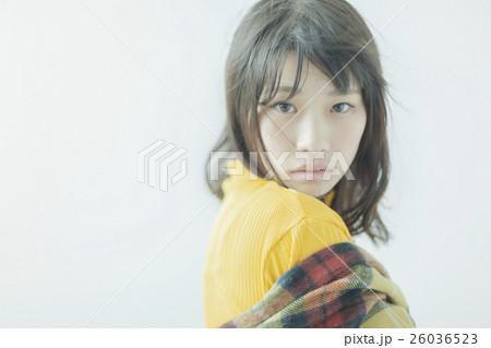 ニットを着た女性 26036523