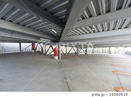 立体駐車場めっき仕上の鉄骨柱と梁 26060019