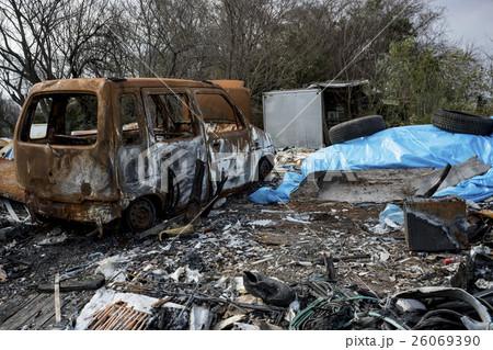 秋ヶ瀬園の焼けた自動車と不法投棄されたゴミたち その2 26069390