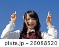 笑顔 学生 指差しの写真 26088520