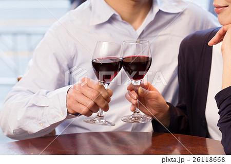 ミドルカップル乾杯イメージ 26118668