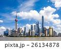 青空の上海浦東高層ビル群 26134878