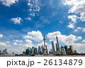 青空の上海浦東高層ビル群 26134879
