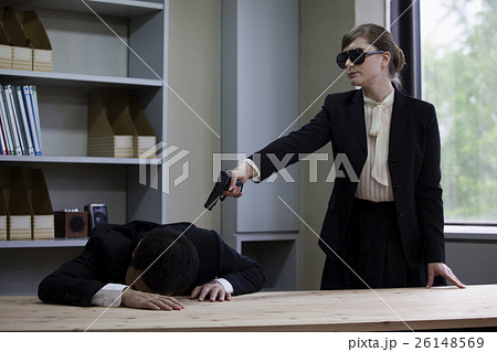 スーツを着た女暗殺者 26148569