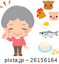 蛋白源となる食品と笑顔のシニア女性 26156164