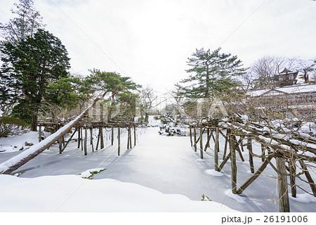 風情のある秋田の雪景色千秋公園胡月池こげついけ日本庭園 26191006