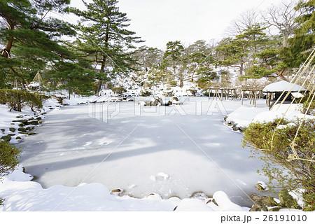 風情のある秋田の雪景色千秋公園胡月池こげついけ日本庭園 26191010