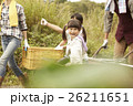 女の子 娘 家族の写真 26211651