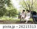 両親 散歩 家族の写真 26215313