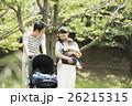 両親 散歩 家族の写真 26215315