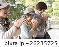 旅行をするシニア女性 26235725
