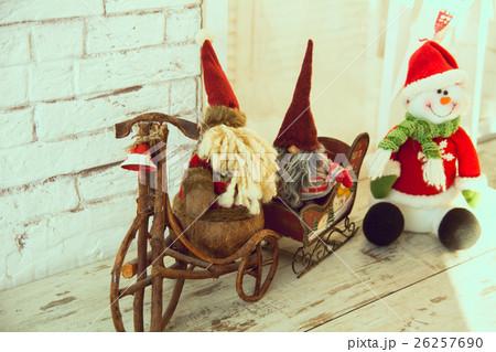 Gnomes biking and sledding snowmanの写真素材 [26257690] - PIXTA