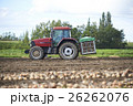 農業 収穫 トラクターの写真 26262076