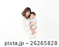 赤ちゃん 母親 抱っこの写真 26265828