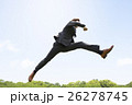 ジャンプするビジネスマン 26278745