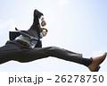 ジャンプをするビジネスマン 26278750