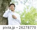 ヘッドホンをした日本人男性 26278770