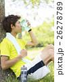 汗を拭く日本人男性 26278789