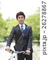 自転車を押すビジネスマン 26278867