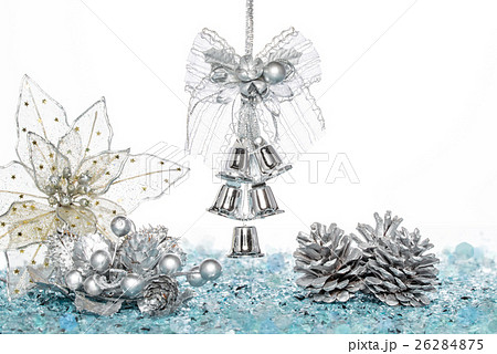 Luxury Silver jingle Bells, flower and Pine Coneの写真素材 [26284875] - PIXTA