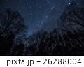 木々の間から秋の天の川 26288004