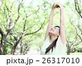 新緑 若い女性 ポートレート  26317010