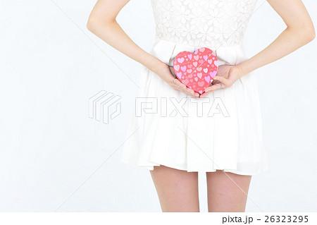 若い女性 バレンタイン 26323295