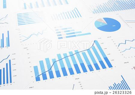 多くのグラフと反射する光。データ収集、統計処理。 26323326