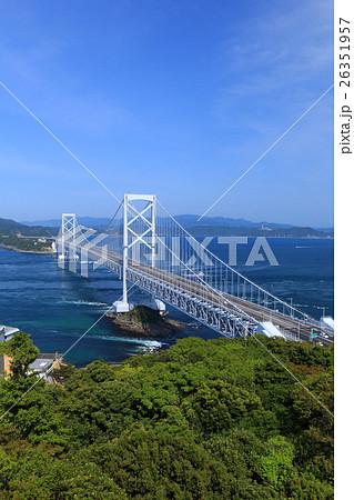 大鳴門橋と鳴門海峡 26351957