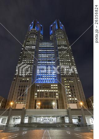 都庁ブルーライトアップ(世界糖尿病デー)(超広角)_2 26356824