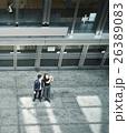 旅行するカップル カメラを持つ女性 26389083