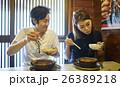 食事をするカップル 名古屋めし 味噌煮込みうどん 26389218