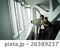 展望台 望遠鏡を覗くカップル 26389237