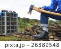 薪割 斧を持つ男性 ボディーパーツ 26389548