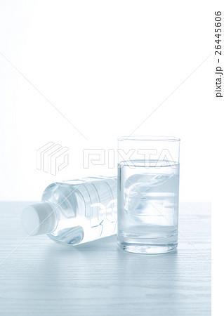 水 白バックの写真素材 [26445606] - PIXTA