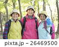 登山をするシニア女性 26469500