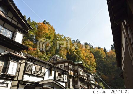 秋の銀山温泉 26471123
