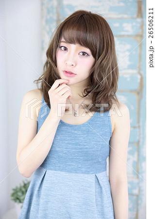 若い女性 ヘアスタイル 26506211