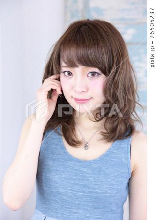 若い女性 ヘアスタイル 26506237