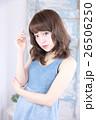 若い女性 ヘアスタイル 26506250
