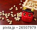 和風のテーブルに節分の枡と大豆と赤鬼の面 26507979